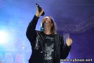 Александр Хлопков попращался с городом Рыбное песней «Мы встретимся снова». Видео