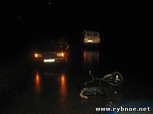 Пьяный пешеход с велосипедом не пропустил «ВАЗ-2107»