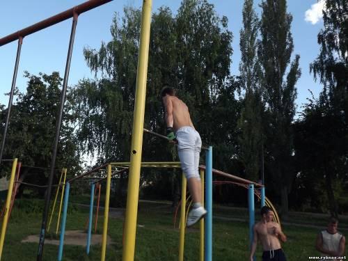Пара из Шилова на свои деньги организовала спортивный турнир для детей