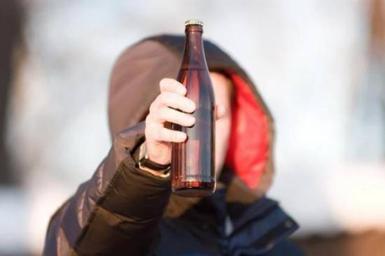 Продаешь алкоголь детям? Люби и улицы Рыбного мести