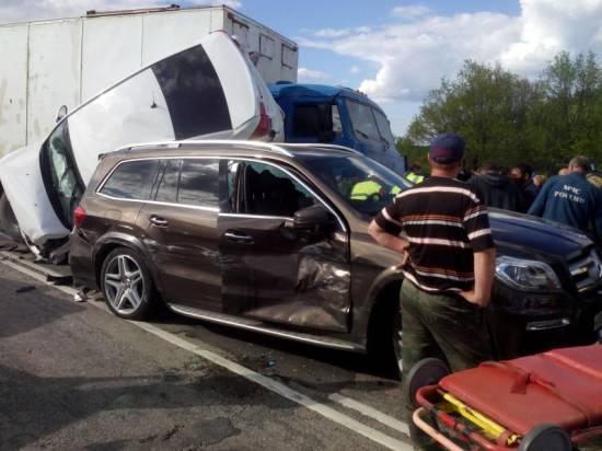 В автомобильном месиве под Рязанью пострадали два человека