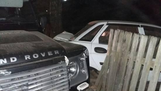 Пьяный мужчина на «Land Rover»
