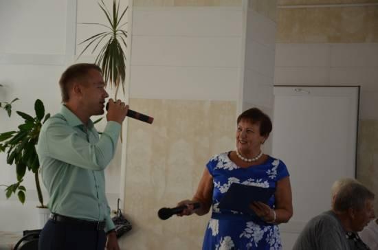 Депутаты устроили праздник ветеранам железной дороги