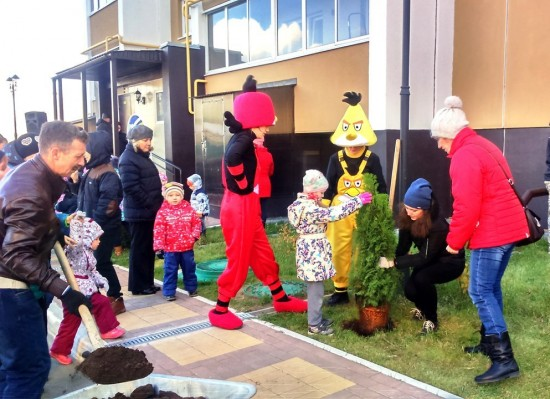 Строительная компания «Триумф» провела праздник «Аллея добра. Посади свое дерево!» в г. Рыбное