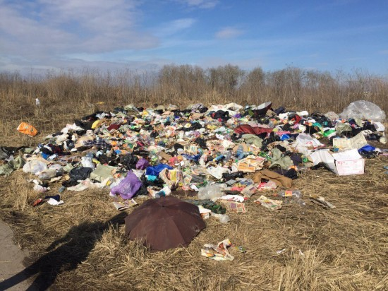 Неизвестные сбросили гору мусора за ул. Крымской