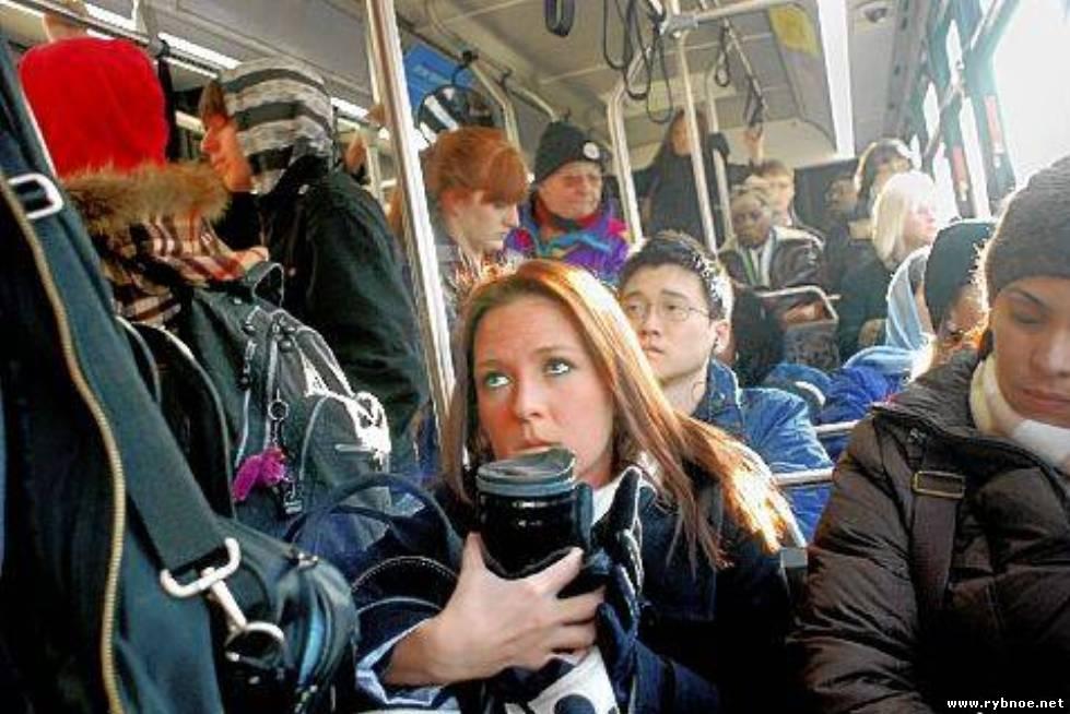 В переполненном автобусе видео старье