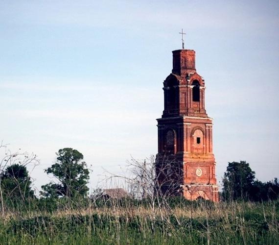 Колокольня и Борисоглебская церковь в с. Вакино